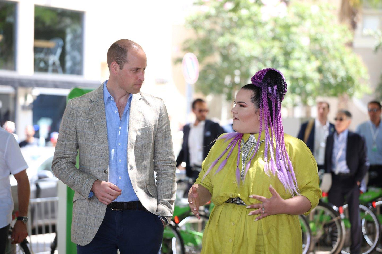"""""""Eurovizijos"""" laimėtoja Netta šią vasarą susitiko su princu Williamu.<br>""""Scanpix"""" / """"Reuters"""" nuotr."""