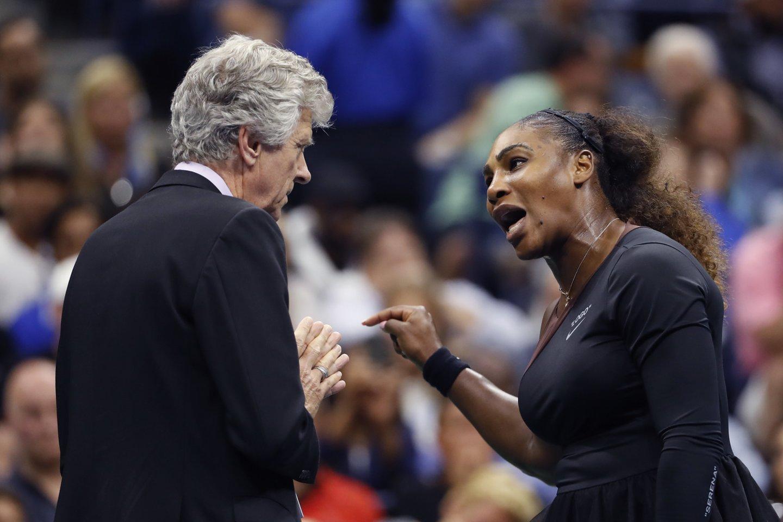 """""""US Open"""" finale S.Williams netvardė emocijų.<br>AFP/Scanpix nuotr."""