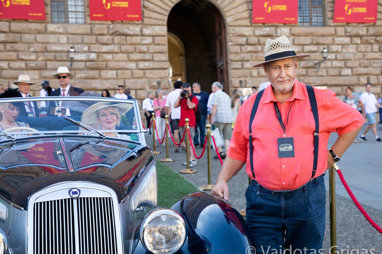 """Sauliaus Karoso istorinis""""Lancia Astura Cabriolet Pinin Farina"""" išrinktas elegantiškiausiu parodos automobiliu.<br>V.Grigo nuotr."""
