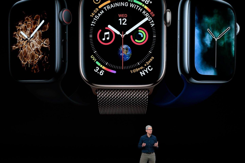 """""""Apple"""" pasigyrė, kad """"Apple Watch Series 4"""" turės tai, ko neturi joks kitas vartotojiškos elektronikos įrenginys – sistemą, leidžiančią registruoti elektrokardiogramą.<br> SIPA press / Scanpix nuotr."""