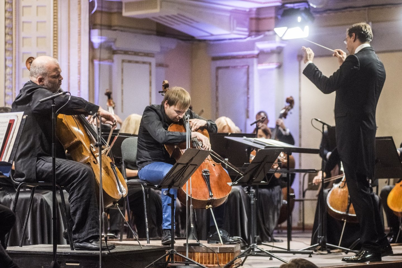 Koncerto akimirka: su orkestru griežiaG.Pyšniakas ir E.Kiršfeldas<br>D.Matvejevo nuotr.