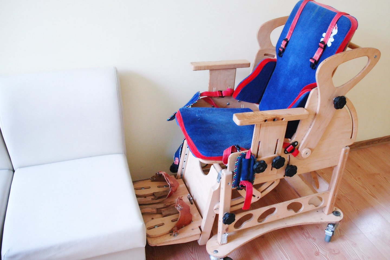 Speciali kėdė – negalią turintiems lankytojams.<br>L. Jakubauskienės nuotr.