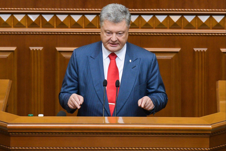 Ukrainos prezidentas P.Porošenka ketvirtadienį sakydamas kalbą parlamente pabrėžė, kad tik šalies integracija į euroatlantinę erdvę užtikrins jos saugumą.