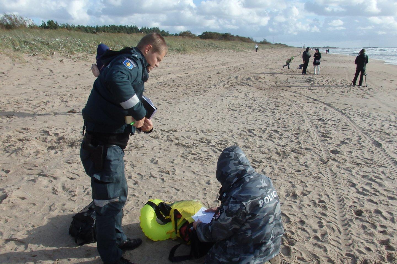 Policija aiškinasi tragedijos aplinkybes.<br>G.Pilaičio nuotr.