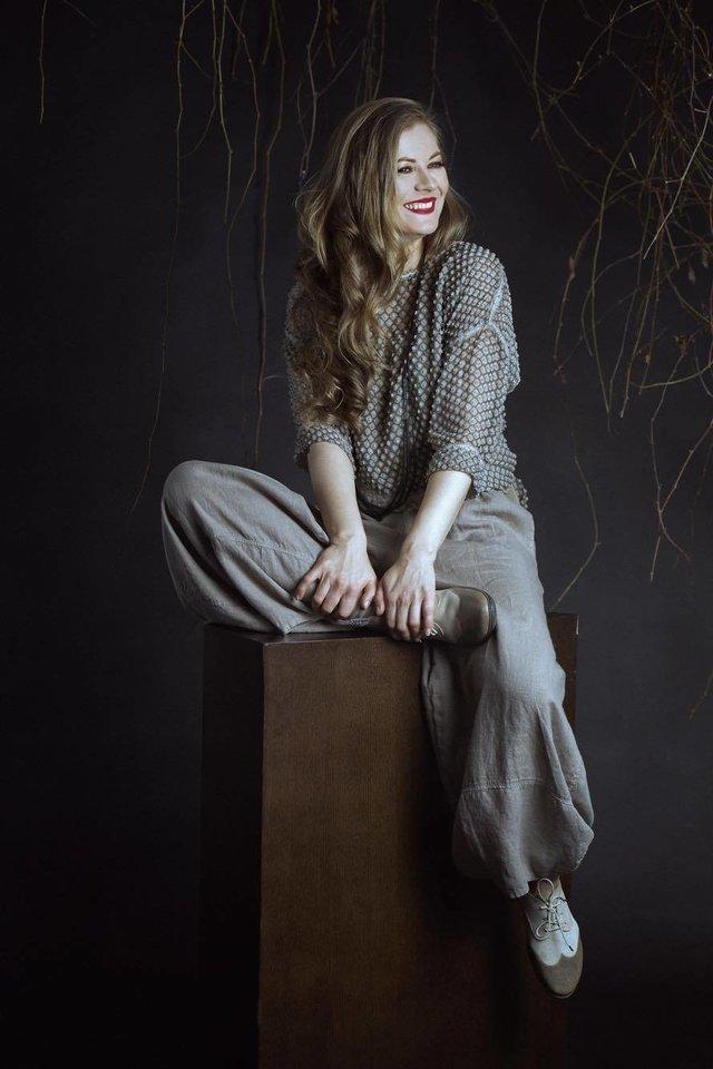 Bohemišką niujorkietę Grego žmoną Keitę vaidinanti teatro ir kino aktorė I.Zelionkaitė.