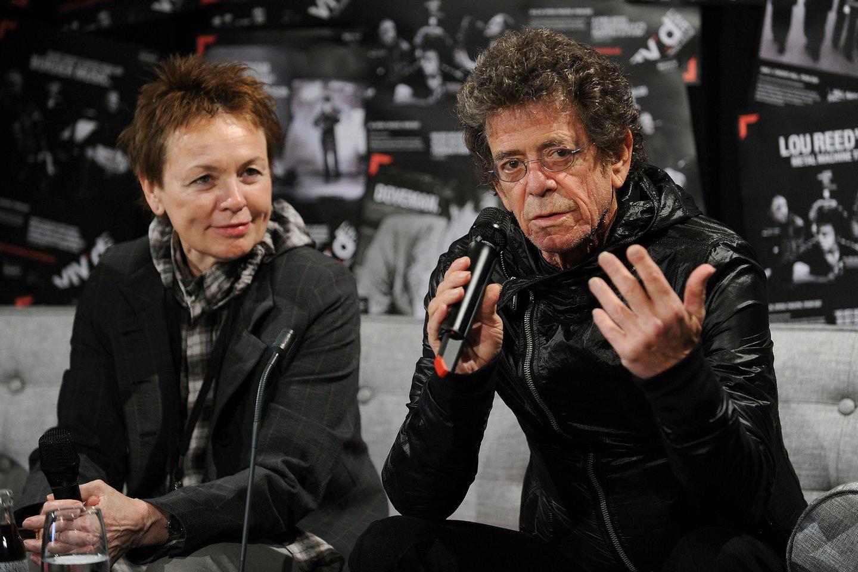"""Garsioji  JAV avangardo kūrėja Laurie Anderson su savo vyru – šviesaus atminimo dainininku Lou Reedu.<br>""""Scanpix"""" (AFP) nuotr."""