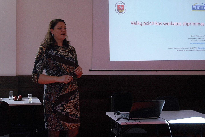 Marija Jakubauskienė kalbėjo apie vaikų psichikos sveikatos stiprinimą.<br>L. Jakubauskienės nuotr.