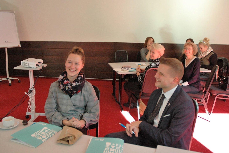 """Su vaikais dirbantiems Lietuvos specialistams surengtos kūrybinės dirbtuvės """"Vaikų psichikos sveikatos stiprinimo galimybės mokykloje. Ką galime nuveikti kartu"""".<br>L. Jakubauskienės nuotr."""