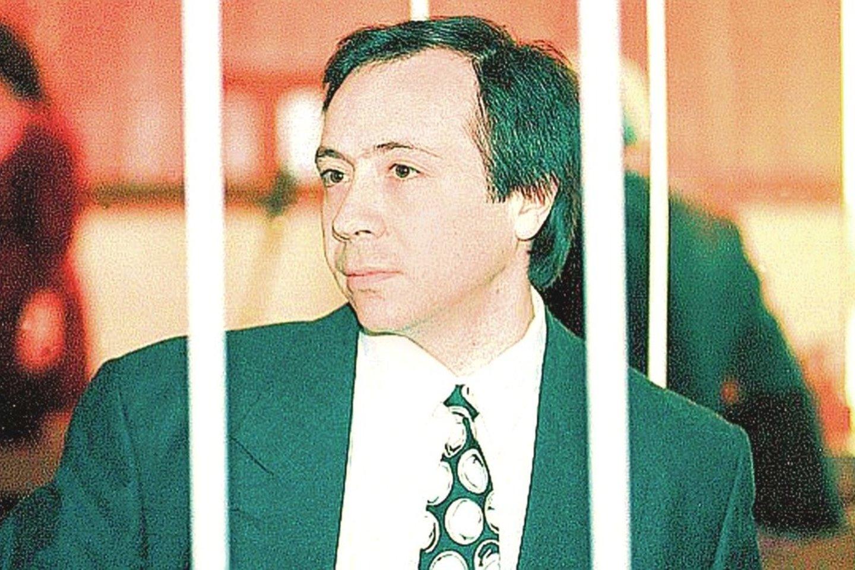 B.Dekanidzei, kurio kapą Vilniuje puošia įspūdingas paminklas, vieninteliam iš keturių nuteistųjų žurnalisto nužudymo byloje buvo skirta mirties bausmė.