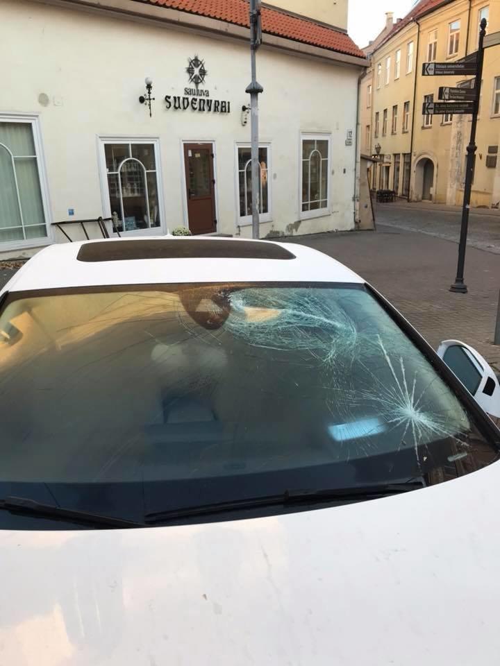 Penktadienio naktį futbolininkas Deividas Česnauskis su žmona Vaida nukentėjo nuo chuliganų.