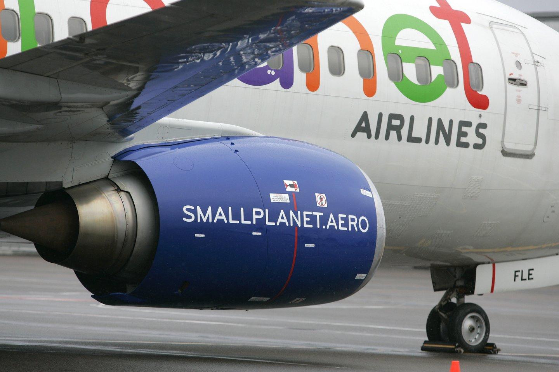 Šeštadienį lėktuvas, skridęs iš Vilniaus į Madeiros sostinę Funčalį, negalėjo nusileisti dėl ypač stipraus vėjo Funčalyje, tad buvo nukreiptas į Porto Santo oro uostą kitoje saloje.<br>V.Balkūno nuotr.
