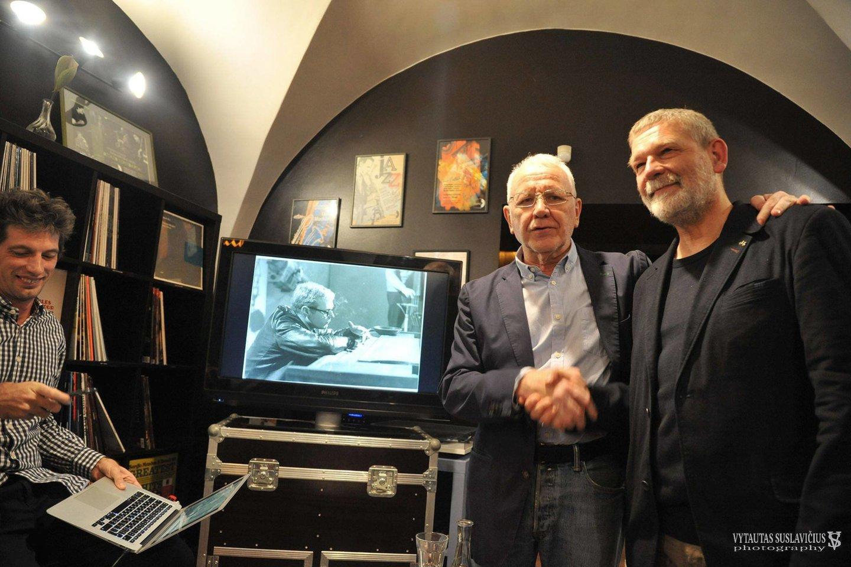 """(Iš kairės)M.Gawliczas, P.Brodowskis ir A.Gustys festivalio išvakarėse""""Rūdininkų knygyne"""".<br>V.Suslavičiaus nuotr."""