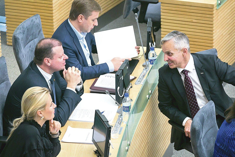 Buvęs valstiečių frakcijos narys P.Urbšys (dešinėje) mano, kad R.Karbauskis jam keršija dėl G.Kildišienės istorijos.