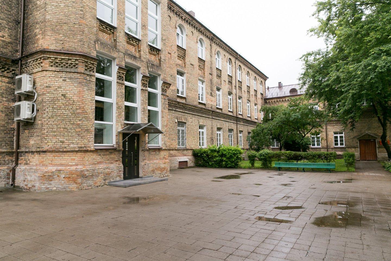 Respublikinės Vilniaus psichiatrijos ligoninės langai yra be grotų, bet pritaikyti psichiatrijai.<br>T.Bauro nuotr.