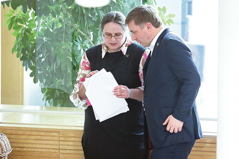 R.Karbauskis nurodė ištikimajai bendražygei A.Širinskienei parengti nutarimą dėl pirmalaikių Seimo rinkimų.