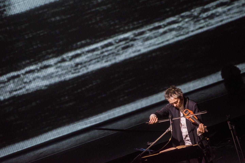 Laurie Anderson Vilniuje surengė įspūdingą ir prasmingą pasirodymą.<br>D.Matvejevo nuotr.