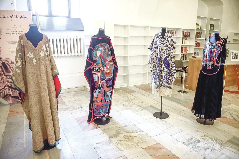 G.Kaukaitės kūrybos sukakčiai skirtas renginys atkeliavo ir į sostinę. Šia proga Taikomosios dailės ir dizaino muziejuje eksponuoti solistėskoncertiniai drabužiai, pasirodymams sukurti papuošalai, fotoportretai, jos koncertų afišos ir programėlės.<br>D.Umbraso nuotr.