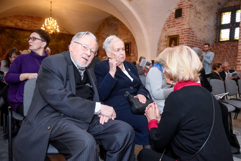 G.Kaukaitės kūrybos sukakčiai skirtas renginys atkeliavo ir į sostinę. Renginio svečiai: V. ir G.Landsbergiai su J.Pranaityte.<br>D.Umbraso nuotr.