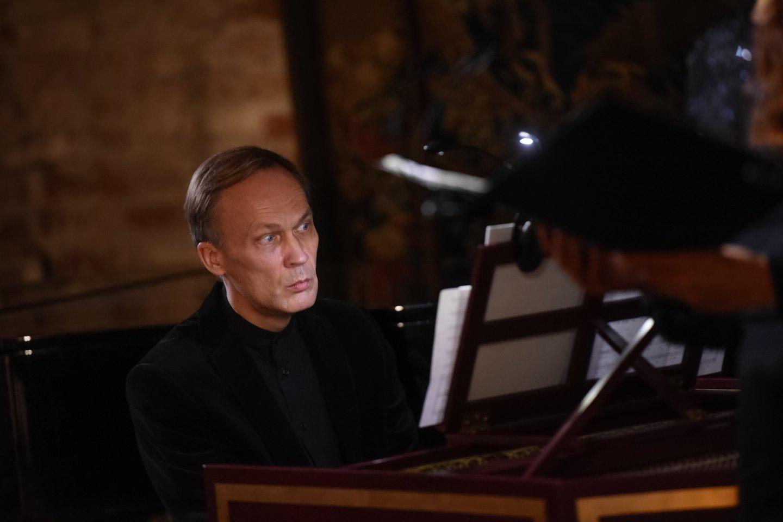 """G.Kaukaitės kūrybos sukakčiai skirtas renginys atkeliavo ir į sostinę. Šia proga Taikomosios dailės ir dizaino muziejuje koncertavo ansamblio""""Canto Fiorito"""" solistai R.Dubinskaitė, S.Šerytė ir N.Masevičius su klavesinininku B.Vaitkumi.<br>D.Umbraso nuotr."""