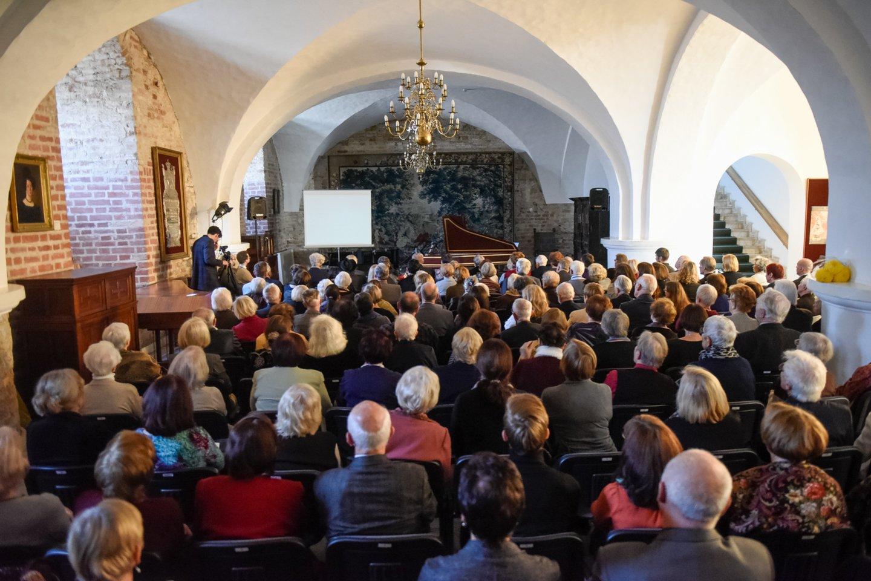 """G.Kaukaitės kūrybos sukakčiai skirtas renginys atkeliavo ir į sostinę. Šia proga Taikomosios dailės ir dizaino muziejuje koncertavo ansamblio""""Canto Fiorito"""" solistai R.Dubinskaitė (nuotraukoje), S.Šerytė ir N.Masevičius su klavesinininku B.Vaitkumi.<br>D.Umbraso nuotr."""
