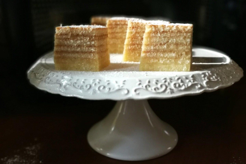 """Šakočio pusbrolis, arba sluoksniuotas pyragas.<br>""""Kūmutės virtuvė"""" nuotr."""