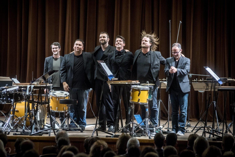 """Stiprus ir kokybiškas koncertas sekmadienio vakarą tarsi """"įkrovė"""" klausytojams jėgų ir entuziazmo pradėti naują darbo savaitę.<br>D.Matvejevo nuotr."""