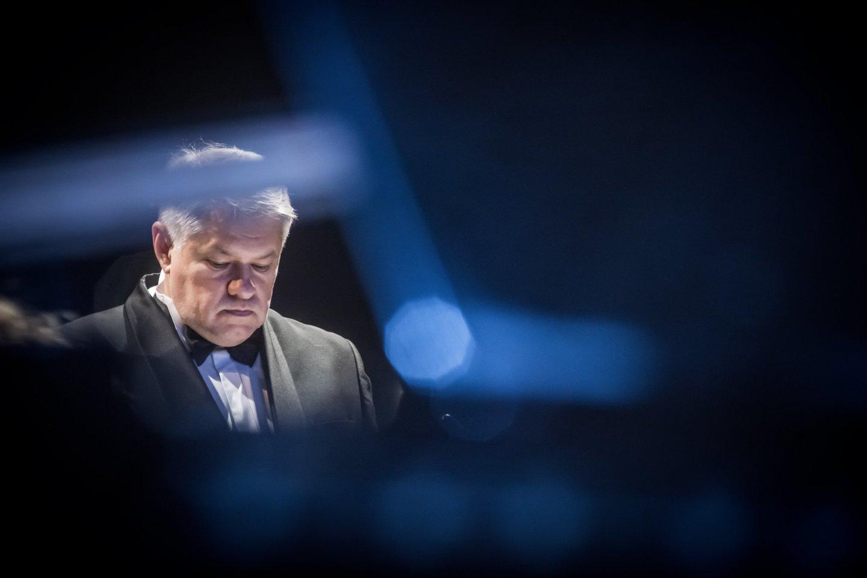 Ph.Niblocko, M.Lindbergo ir J.Wolfe kūrinių koncertas. Diriguoja A.Dambrauskas.<br>D.Matvejevo nuotr.