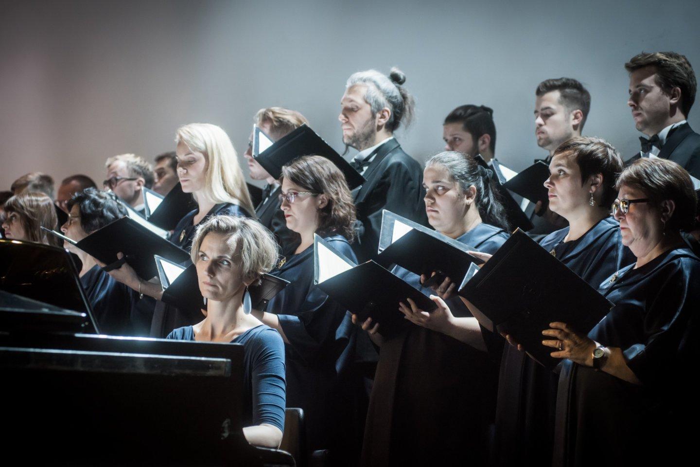 """Ph.Niblocko, M.Lindbergo ir J.Wolfe kūrinių koncertas: choras""""Vilnius"""".<br>D.Matvejevo nuotr."""
