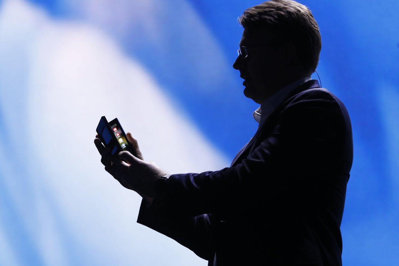 """""""Samsung"""" jau keletą savaičių visus erzino kalbėdama apie sulankstomą išmanųjį, ir štai trečiadienį jį galiausiai parodė."""