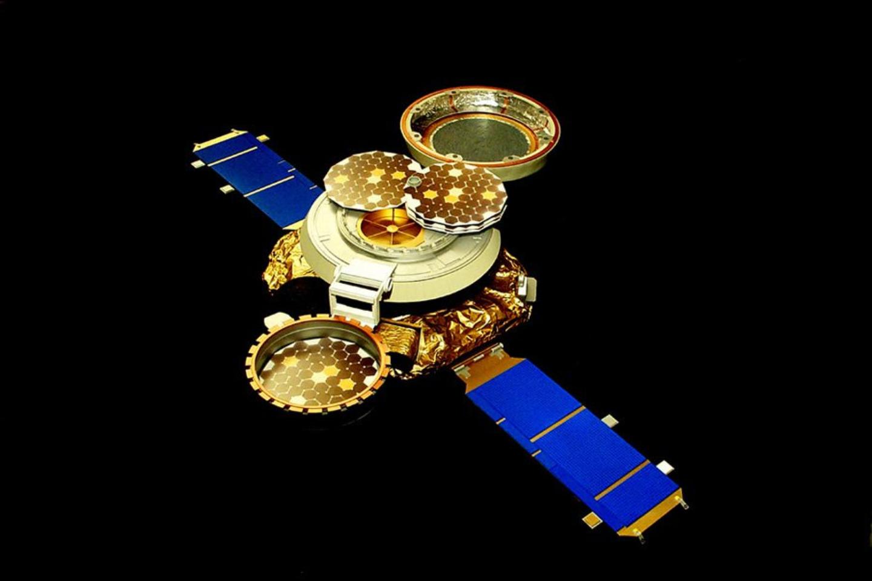 """Genesis""zondas su išskleistais kolektoriais.<br>NASA / JPL-CalTec iliustr."