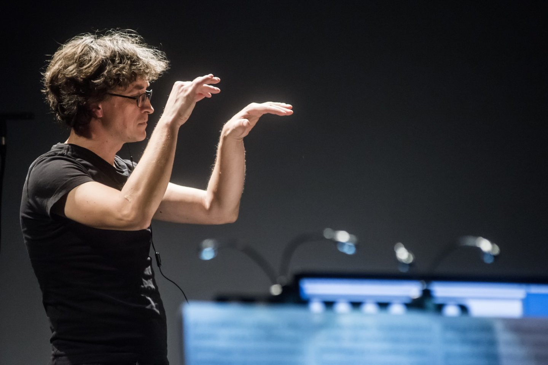 "Lietuvos ansamblių tinklo koncertas""Virtual Orchestra"".Diriguoja V.Baltakas.<br>D.Matvejevo nuotr."