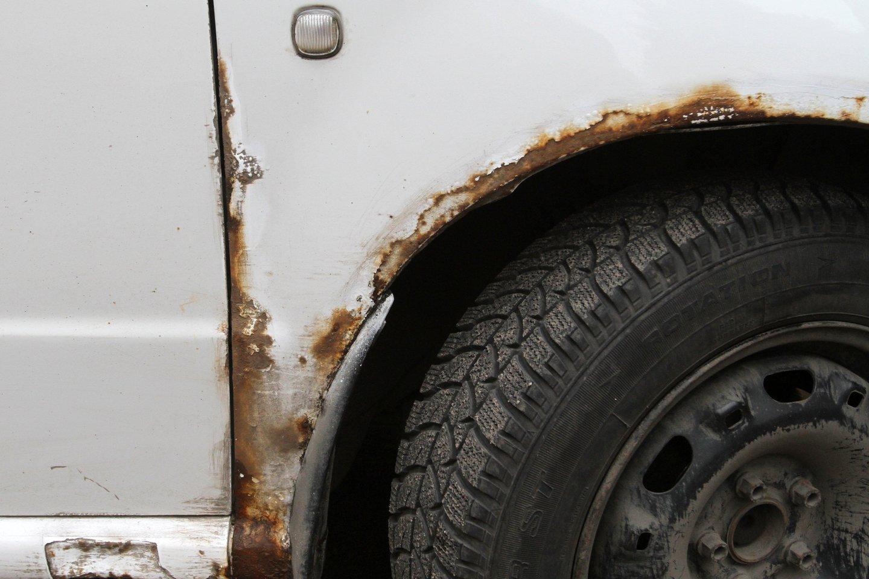 Vairuotojai tikrai norėtų, kad jų automobiliai niekada nesurūdytų.<br>M.Patašiaus nuotr.