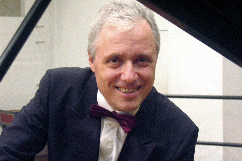 Pascalis Devoyonas.