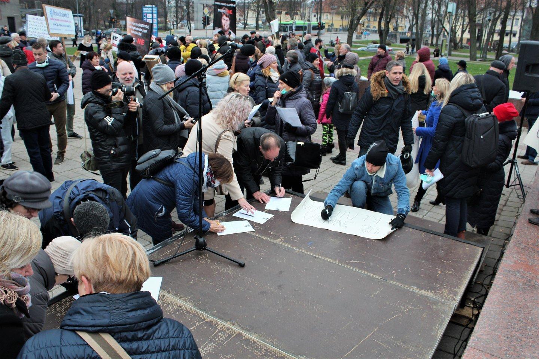 Peticijas pasirašė keli šimtai žmonių.<br>G.Pilaičio nuotr.