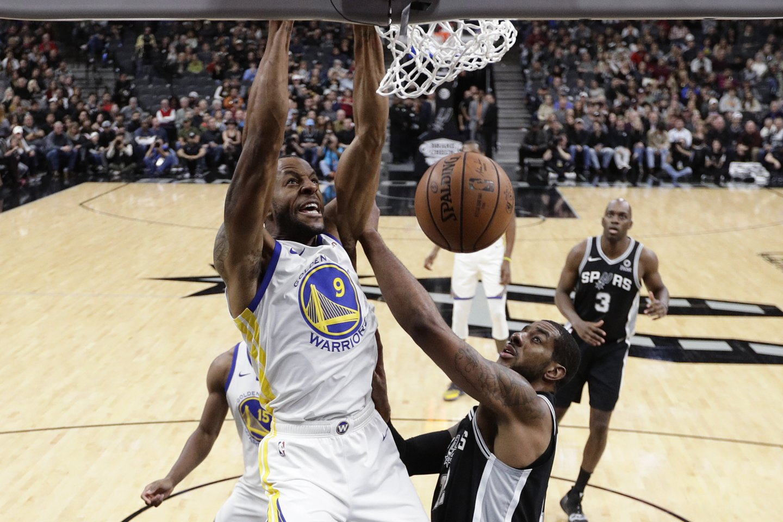 """Spurs"" įveikė NBA čempionus ""Golden State Warriors""<br>AP nuotr."