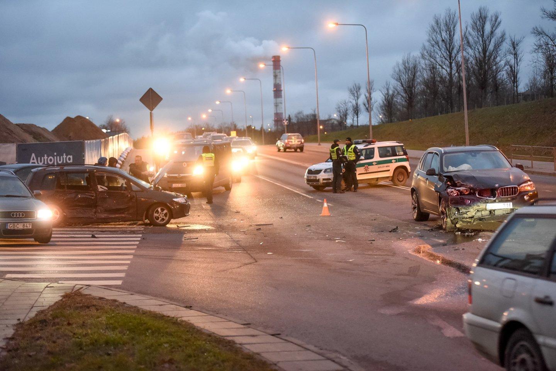 Susidūrus automobiliams Vilniuje nukentėjo mergina.<br>D.Umbraso nuotr.