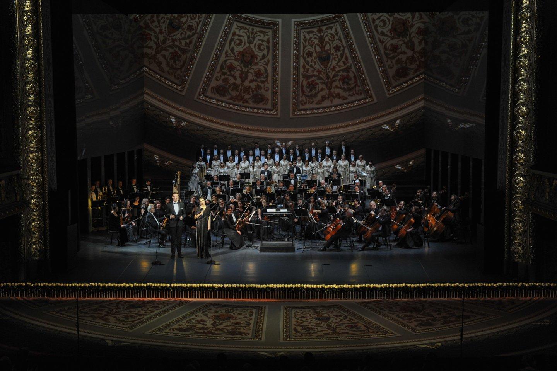 Šventinis koncertas Latvijos nacionaliniame operos ir baleto teatre Rygoje.<br>Organizatorių nuotr.