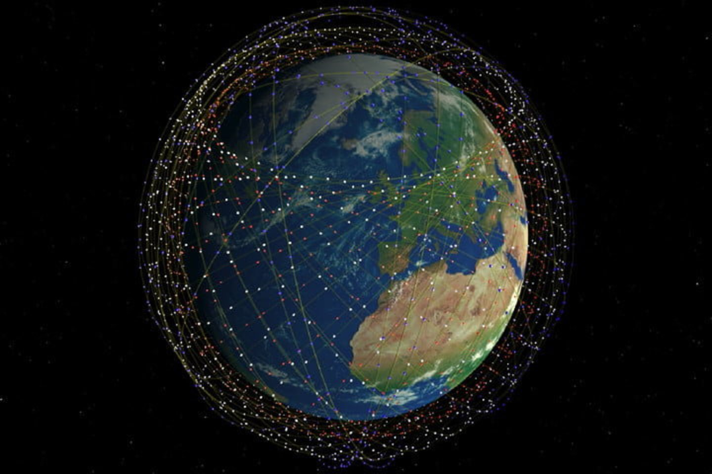 """Elono Musko kompanija """"SpaceX"""" gavo leidimą paleisti beveik 12 000 palydovų – daug daugiau, nei šiuo metu išvis sukasi orbitoje.<br>SpaceX iliustr."""
