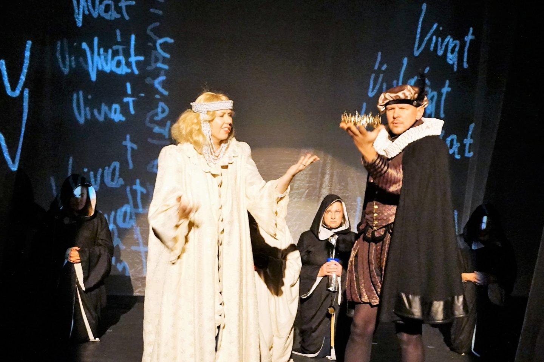 """""""Begasiuku"""" už novatoriškiausią spektaklį apdovanotas Kurčiųjų reabilitacijos centro liaudies teatras """"Mimika"""".<br>A. Milieškienės nuotr."""