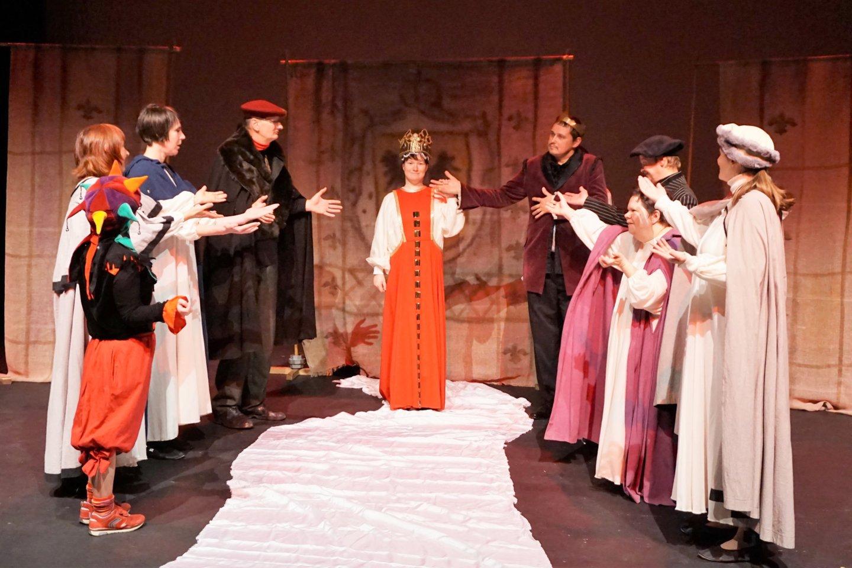 """Sostinės dienos centro """"Šviesa"""" teatro terapinės trupės TTT apdovanota už geriausią scenografiją ir kostiumus.<br>A. Milieškienės nuotr."""