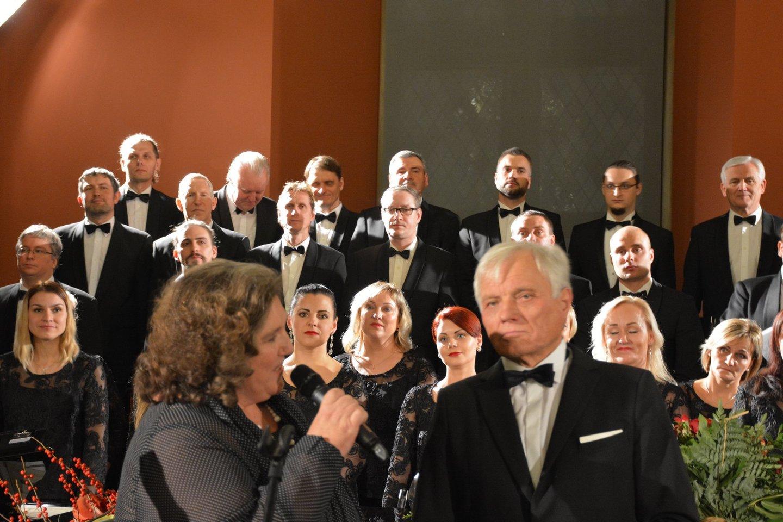 """Koncerto-susitikimo """"Nuo aukštų dainos bokštų"""", skirto prof. P.Bingelio 75-mečiui ir Kauno valstybinio choro 50-mečiui, fragmentas.<br>R.Kancevičiaus nuotr."""