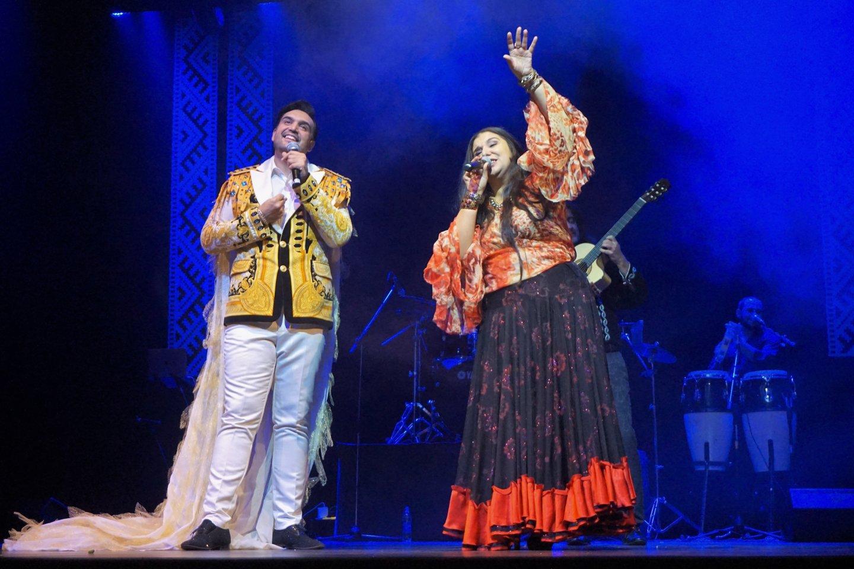 """Šventę vainikavo ansamblio """"Sare Roma"""" koncertinė programa.<br>Aldonos Milieškienės nuotr."""