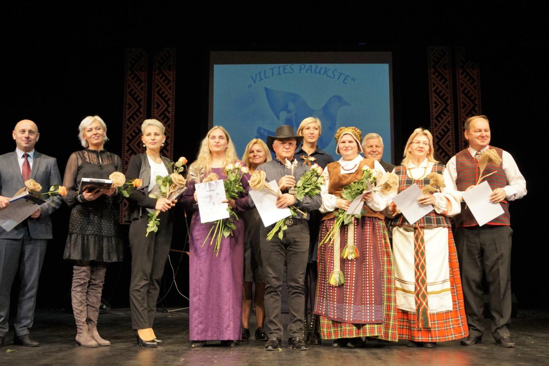 Finaliniame renginyje pagerbti visi regioniniuose turuose nugalėję ansambliai ir jų vadovai.<br>Aldonos Milieškienės nuotr.