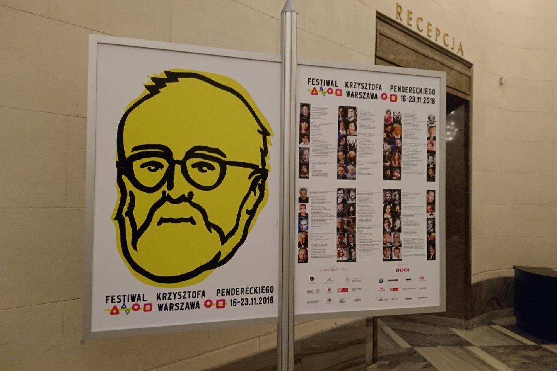 Toks K.Pendereckio atvaizdas buvo pasklidęs po visą Varšuvą per maestro jubiliejinę savaitę.<br>A.Andrikonytės nuotr.