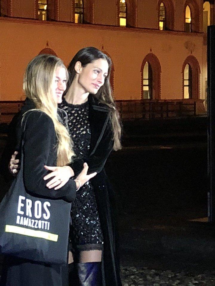 Albumo pristatyme dalyvavo ir E.Ramazzotti žmona M.Pellegrinelli (dešinėje).<br>R.Zilnio nuotr.