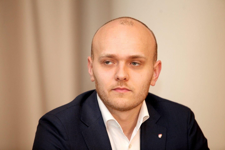 Aviacijos įmonės rinkodaros direktorius Simonas Bartkus.<br>V.Balkūno nuotr.