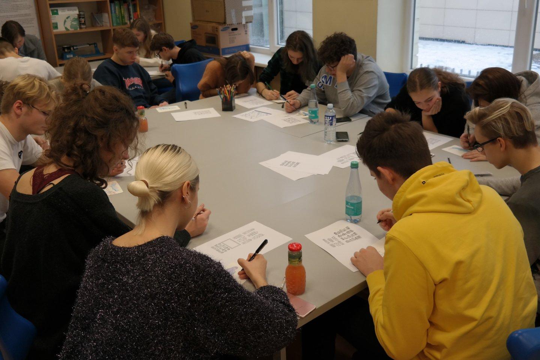Tarptautinė Amerikos mokykla Vilniuje (AISV) sukvietė 11-12 klasių moksleivius iš kitų Lietuvos mokyklų, dėstančių pagal Tarptautinio bakalaureato diplomo programą (IB DP), į konferenciją.<br>AISV nuotr.