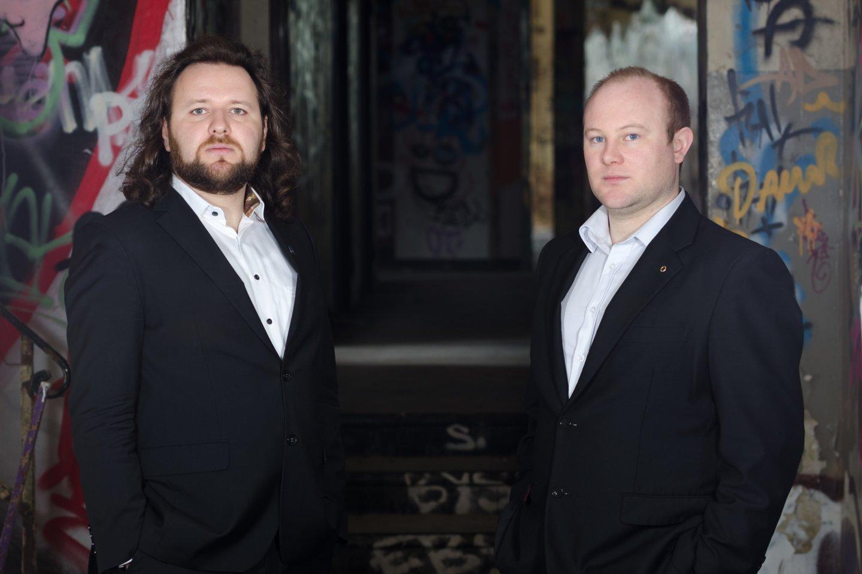 Pianistas G.Januševičius Kairėje) ir klarnetininkos Macdara Ó Seireadáinas koncertuos Paliesiaus dvare.