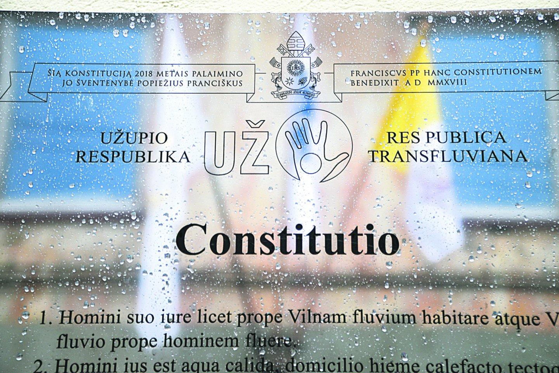 Užupio konstitucijos vertimas į lotynų kalbą buvo rimtas iššūkis, nes nėra lengva perteikti šiuolaikiškai skambančius šio dokumento straipsnius.