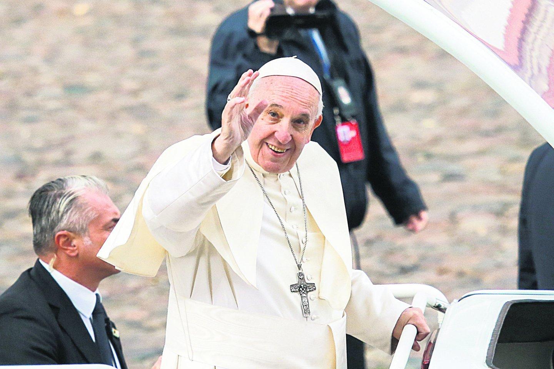 Popiežius Pranciškus neturėjo pastabų konstitucijos vertimui į lotynų kalbą.